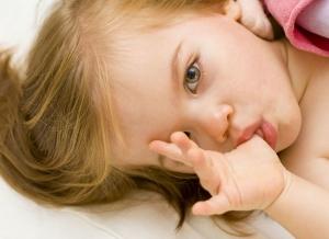Nawyk ssania palca u dziecka